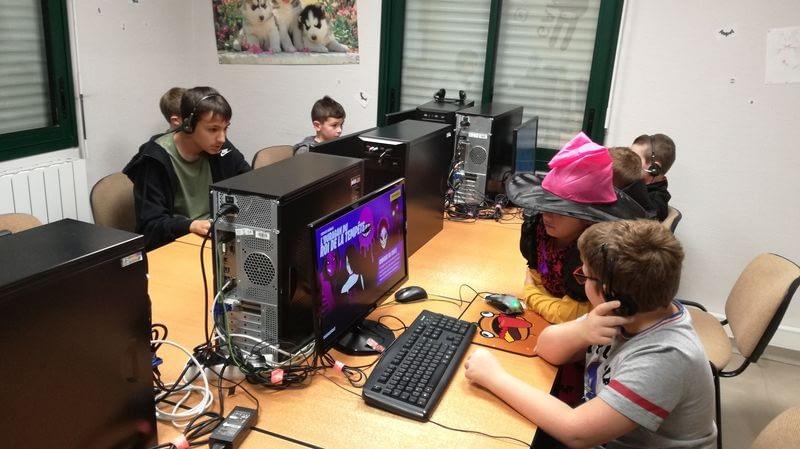 enfants sur ordinateur